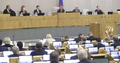 На пленарном заседании 17 апреля Государственная Дума в приоритетном порядке приняла законы, направленные на обеспечение предложенных Президентом мер поддержки для россиян в условиях коронавируса